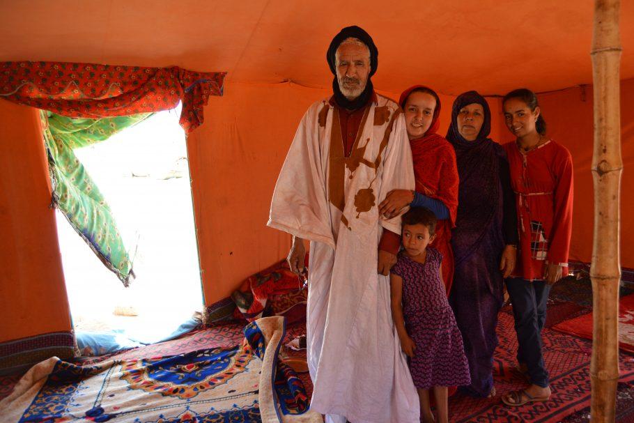 Familia beneficiada por la ayuda humanitaria recibida de las ONG que trabajan en la zona