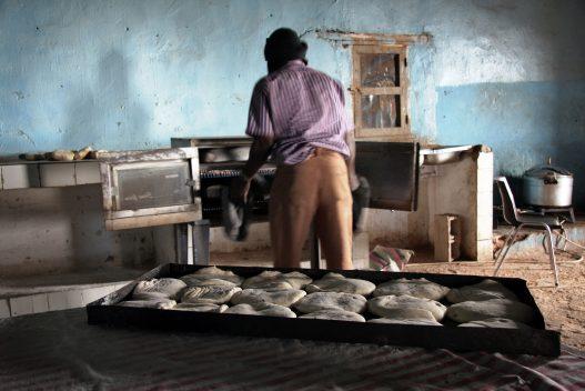 Proyecto humanitario para la mejora de la alimentación mejora de la cocina del Centro de discapacitados Mártir Echereif. Cocina con escasos medios que debe aportar la alimentación para sus residentes. Las condiciones de la cocina demuestra la pobreza del lugar