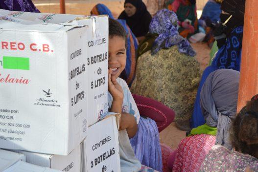 Ayuda alimentaria a población en riesgo de pobreza. Alimentos repartidos por una ONG